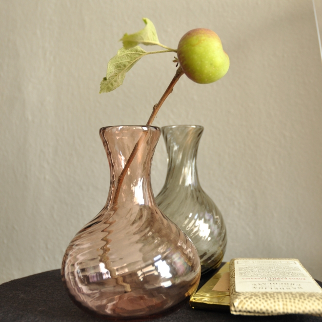 Small sample vases that double as mini servings wine jugs..